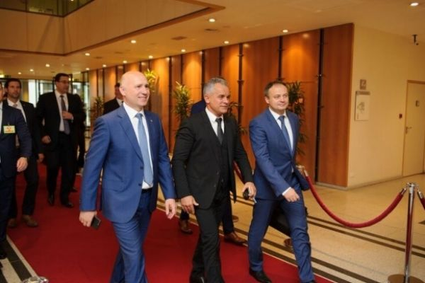 The president of the Democratic Party from Moldova, Vlad Plahotniuc, is on an official visit with political bias to Brussels.